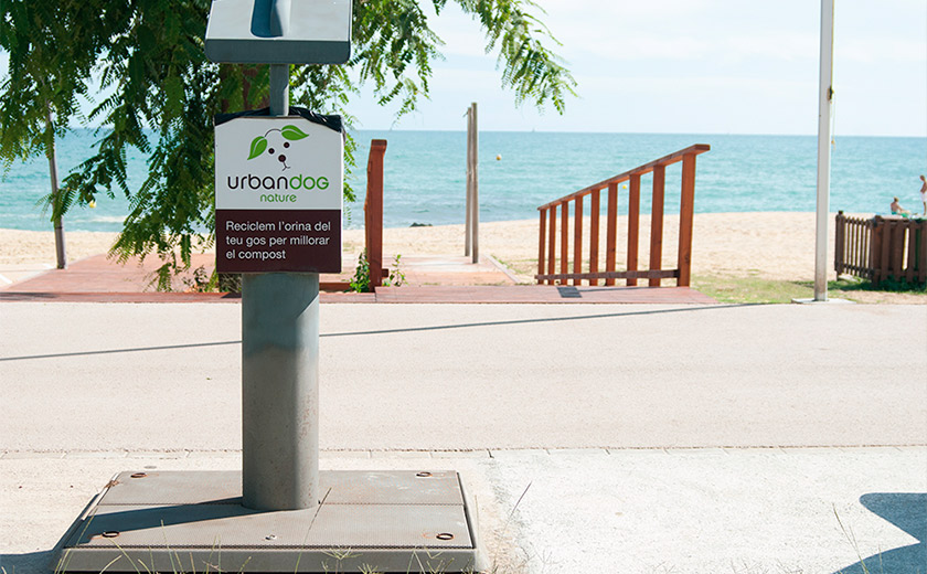 urinarios perros barcelona playa